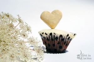 """Cupcake """"Roswell Wedding"""" con cioccolato fondente, bianco e nocciole!"""