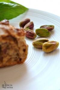 Muffin di farina integrale con pistacchi