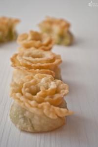 Finger food: roselline di Bagoss, fave e menta
