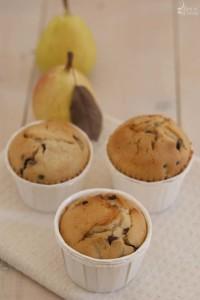 La ricetta per preparare i muffin cioccolato e pere