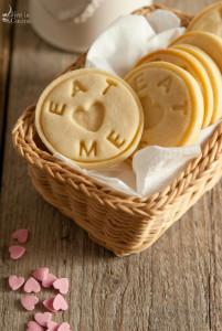 Biscotti alla vaniglia con crema di latte