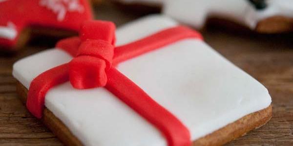 Decoriamo con i bambini i biscotti per Natale