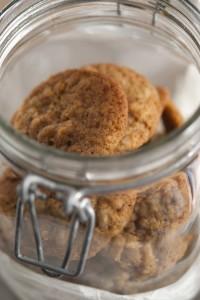 Cookie con farina di farro, nocciole e gocce di cioccolato