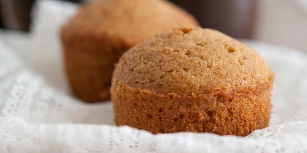 Torta con farina integrale e zucchero di canna