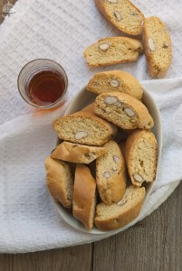 I cantuccini alle mandorle e il Fettuntaparty di Jul's Kitchen