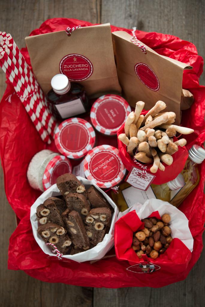 Regali golosi il cesto di natale e i biscotti al - Immagine di regali di natale ...
